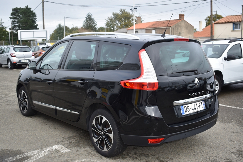 Photo 2 de l'offre de RENAULT GRAND SCENIC III 1.6 DCI 130CH ENERGY BOSE ECO² 7 PLACES 2015 à 12990€ chez Garage Charrier
