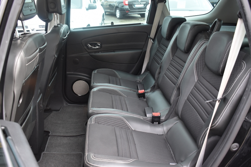 Photo 9 de l'offre de RENAULT GRAND SCENIC III 1.6 DCI 130CH ENERGY BOSE ECO² 7 PLACES 2015 à 12990€ chez Garage Charrier