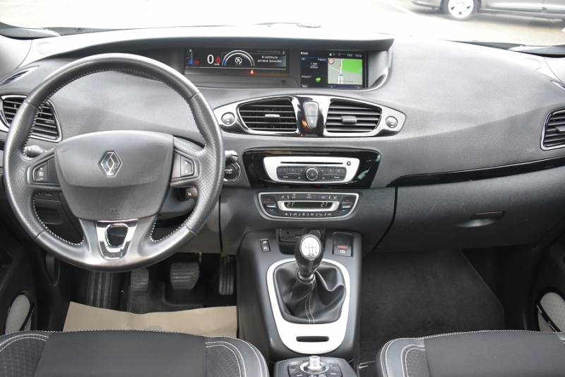 Photo 10 de l'offre de RENAULT GRAND SCENIC III 1.6 DCI 130CH ENERGY BOSE ECO² 7 PLACES 2015 à 12990€ chez Garage Charrier